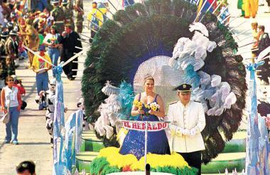 La ex reina del Carnaval de Barranquilla Ilse Cuello, desfilando en la Batalla de Flores del 2001.