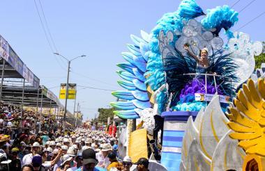 Stephanie Mendoza Vargas, reina del Carnaval de Barranquilla, fue ovacionada por el público rumbero. Su majestad mostró total entrega con los presentes.