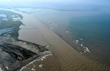 Vista aérea del sector de Bocas de Ceniza desde donde comienza el canal de acceso a la zona portuaria de Barranquilla.