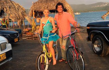 Los artistas costeños Shakira y Carlos Vives durante el rodaje de 'La Bicicleta'.