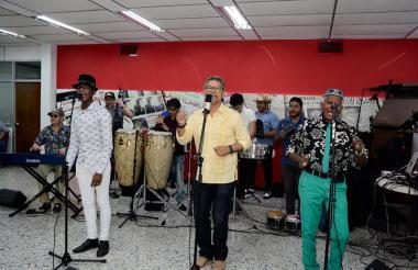 La agrupación interpretó éxitos del salsero Joe Arroyo, los cuales preparan para el Carnaval.