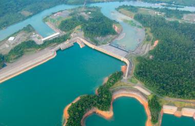 El gigantesco embalse de la hidroeléctrica de Urrá, la única generadora de este tipo en la Costa.