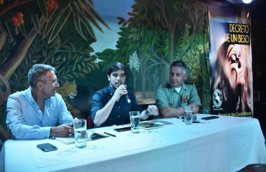 Jorge Cura, Juan Sebastián Londoño y el general Gonzalo Londoño, durante la presentación del libro.