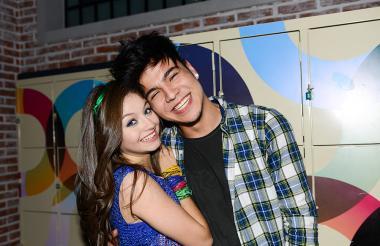 Sebastián Villalobos con Karol Sevilla, protagonista de Soy Luna, serie de Disney Channel.
