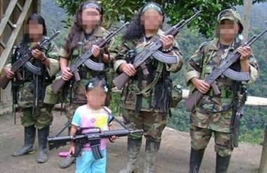 Foto de archivo de menores reclutadas por la guerrilla de las Farc.