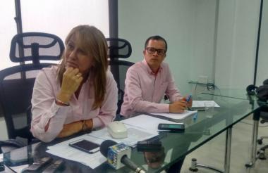 La superintendente Restrepo y el interventor Morales.