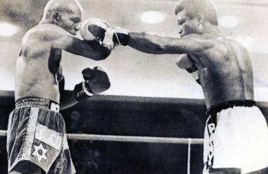 Rodrigo Valdés (der) en su pelea con Benny Briscor (izq).