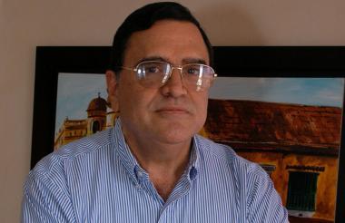Jairo Parada, PhD en economía de la universidad de Missouri-Kansas.