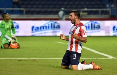 Bernardo Cuesta anotó el gol de la tranquilidad. El argentino puso el 2-0 y lo gritó con todas las fuerzas, mientras Cuadrado se lamentaba.
