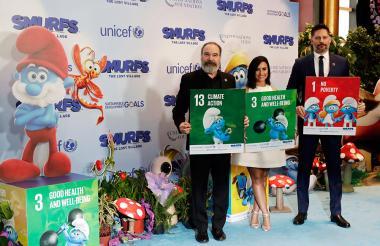 Los actores estadounidenses Mandy Patinkin, la cantante Demi Lovato y Joe Manganiello asistieron este domingo a la antesala del Día Internacional de la Felicidad  inspirado en Los Pitufos.