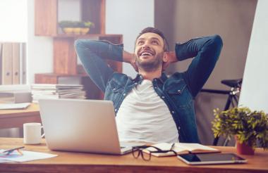 En los países industrializados, la felicidad se asocia con frecuencia con el consumismo y el logro de metas económicas, afirma la OMS.