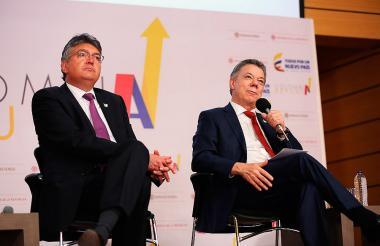 Mauricio Cárdenas y Juan Manuel Santos.