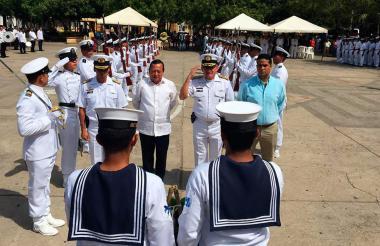 La celebración finalizó con una demostración del grupo de manejos especiales de la Escuela Naval, que fue muy aplaudida por todos los asistentes.