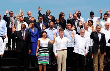 Imagen que muestra a los presidentes y diplomáticos que asistieron a la Cumbre.