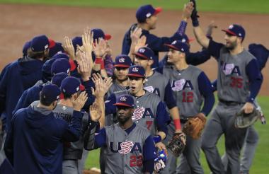 Los jugadores celebran su triunfo 2-1 ante Japón.