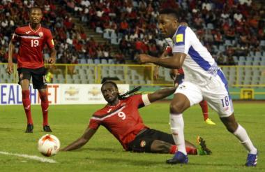 Una jugada del partido jugado este viernes en Trinidad y Tobago.