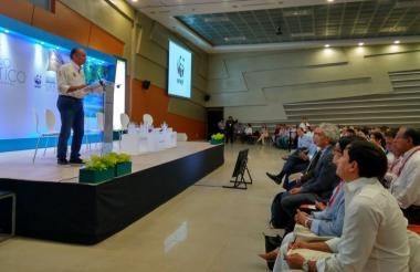 Eduardo Verano de la Rosa, gobernador del Atlántico, durante el Foro 'Cambio climático, un reto ambiental'.