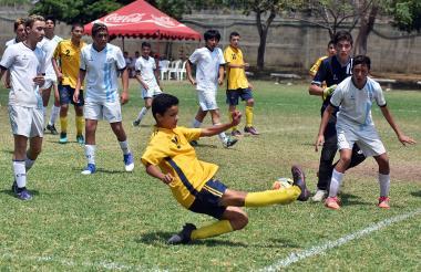 Partido final entre el colegio Nueva Granada, de Bogotá, y el Columbus School, procedente de Medellín.