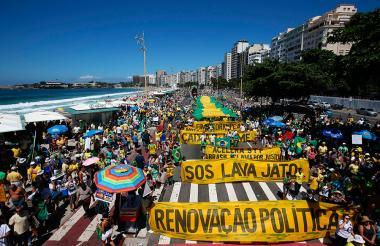 Manifestantes contra la corrupción, en Río de Janeiro.