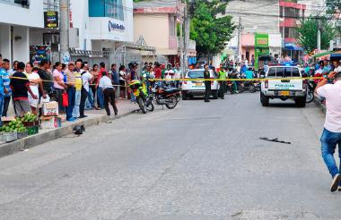 La calle La Pajuela estuvo cerrada por espacio de tres horas. El arma quedó en medio de la vía.