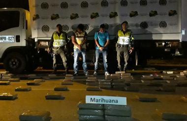 Decomiso de 550 kilos de marihuana incautados por las autoridades.