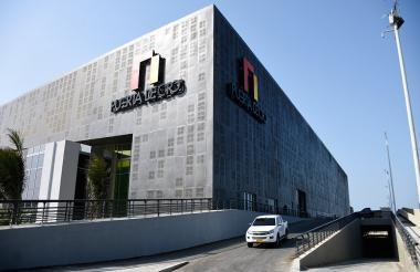 Fachada del Puerta de Oro, Centro de Eventos del Caribe ubicado en la vía 40 con calle 79.