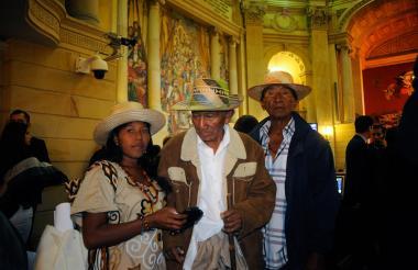 Rosario Pinto , líder indígena, junto a sus familiares.