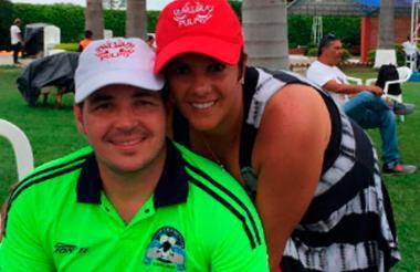 Alexis Viera en una imagen junto a su esposa Andrea Espel.