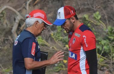 Julio Comesaña y el capitán Sebastián Viera.