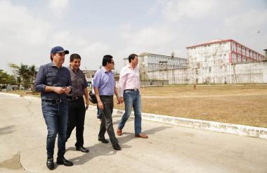 La comisión del Ministerio de Justicia y de Derecho durante la visita a la penitenciaria de El Bosque.
