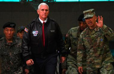 El vicepresidente de Estados Unidos, Mike Pence, visitó este lunes la zona de Panmunjom, en la zona desmilitarizada de la frontera con Corea del Norte.