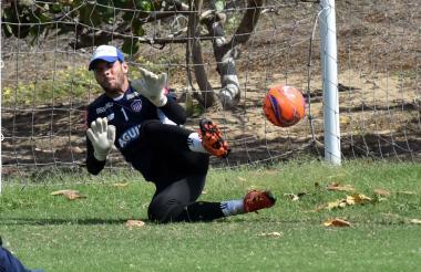 Sebastián Viera en acción en la práctica del Junior.