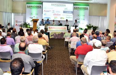 Aspecto general del foro sobre ganadería doble propósito convocado por Fedegán.