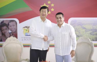 Dumek Turbay Paz y embajador de la China Li Nianping.