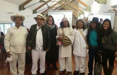Los líderes de los cuatro pueblos indígenas reunidos en Bogotá en el Ministerio de Cultura.