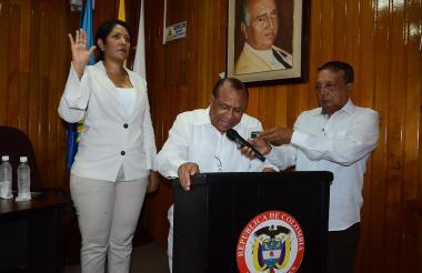Isset Tatiana en la posesión ante el notario Castro.