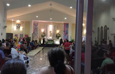 Feligreses este domingo en la parroquia de San Charbel, en la carrera 71 con calle 91A.
