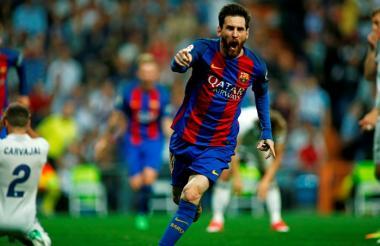 Lionel Messi celebrando el gol que le dio la victoria al Barcelona 3-2 sobre Real Madrid.