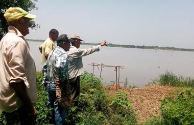 Campesinos de Remolino están preocupados por el incrmeento del nivel del río Magdalena.