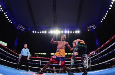 Óscar Valdez y Miguel Marriaga en acción en la pelea.