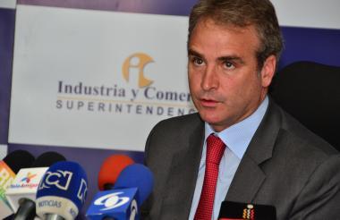 Pablo Felipe Robledo, superintendente de Indistria y Comercio.