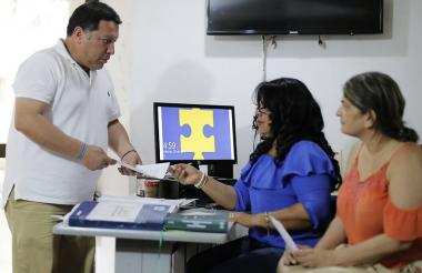 El alcalde Manuel Vioente Duque cuando presentaba oficialmente la denuncia ante la URI de la Fiscalía.