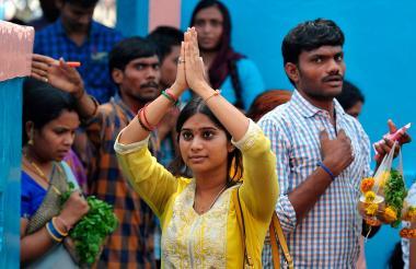 """Ceremonia en honor del """"Dios de la Visa"""", en el Templo Chilkur, India."""