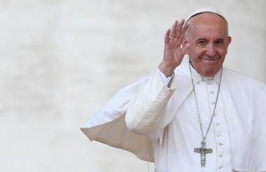 El papa Francisco saluda a la feligresía durante la tradicional misa dominical.
