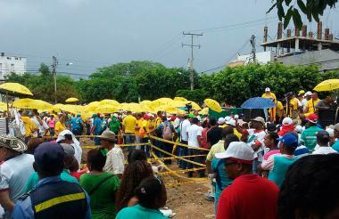 La concentración de sindicatos en la zona de la tragedia.