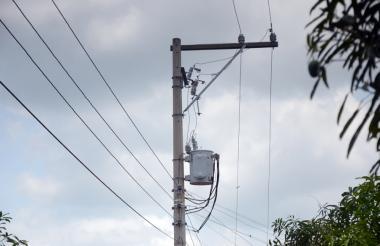 Poste de energía ubicado en el barrio Santa Rosa, en Sabanalarga.