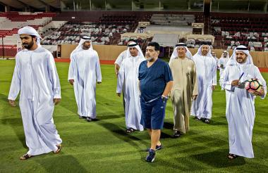 Diego Maradona recorrió este lunes la cancha del club deportivo de Fujairah de Emiratos Árabes, equipo que empezará a dirigir.
