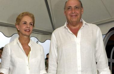 29220d1695 Carolina Herrera y su esposo Reinaldo.