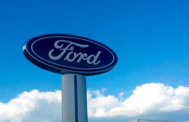 Logo de la marca de carros Ford.