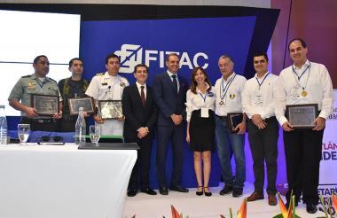 Miguel Ángel Espinosa, Carlos González, Diana Casas, Eduardo Verano, Ricardo Molano y Luis F. Cabrera.